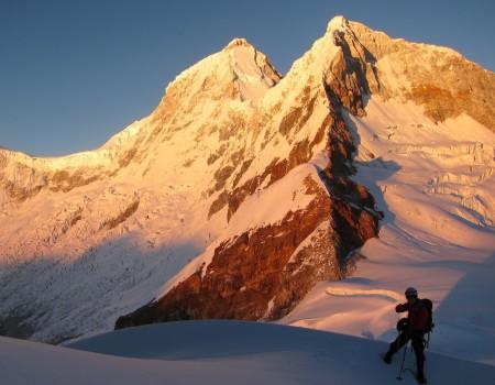 Marc en el 2013 sobre la cumbre del Nevado Pisco 5.752m